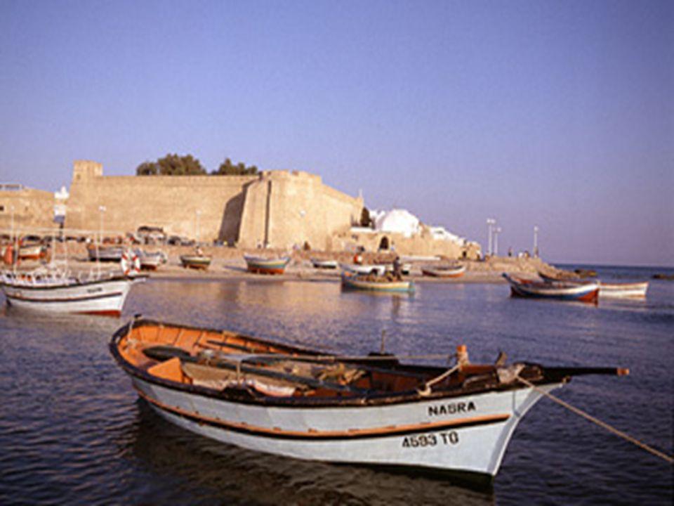 … all origine piccolo porto di pescatori ai piedi di una fortezza, oggi è una cittadina animata e piacevole grazie ai numerosi hotel e ristoranti che la caratterizzano.