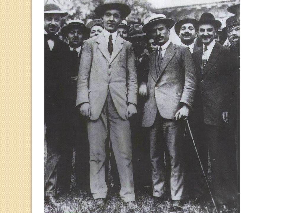 zNel 1912 ottiene lespulsione della destra riformista e assume la direzione dellAvanti.