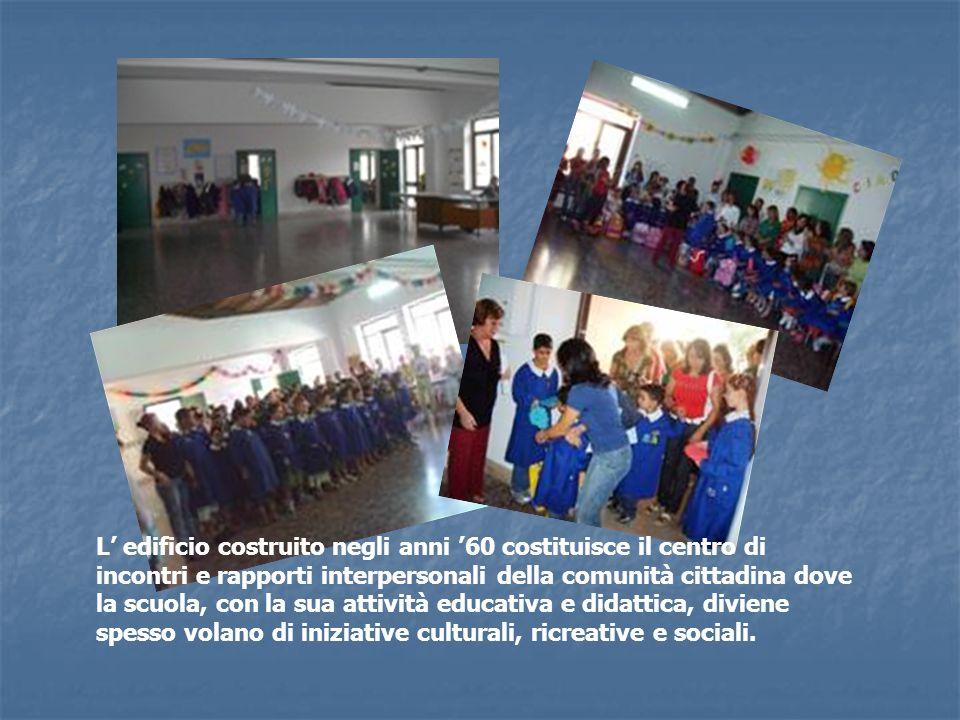 L edificio costruito negli anni 60 costituisce il centro di incontri e rapporti interpersonali della comunità cittadina dove la scuola, con la sua att