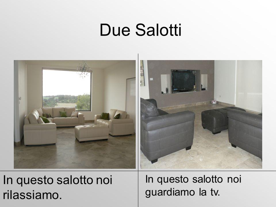 Due Salotti In questo salotto noi guardiamo la tv. In questo salotto noi rilassiamo.