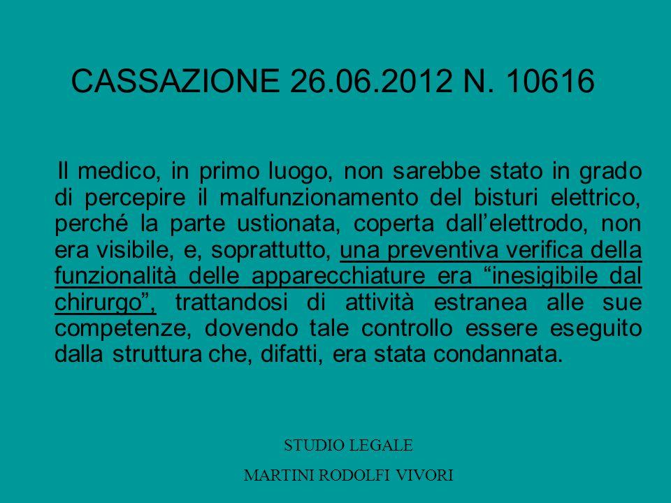 CASSAZIONE 26.06.2012 N. 10616 Il medico, in primo luogo, non sarebbe stato in grado di percepire il malfunzionamento del bisturi elettrico, perché la