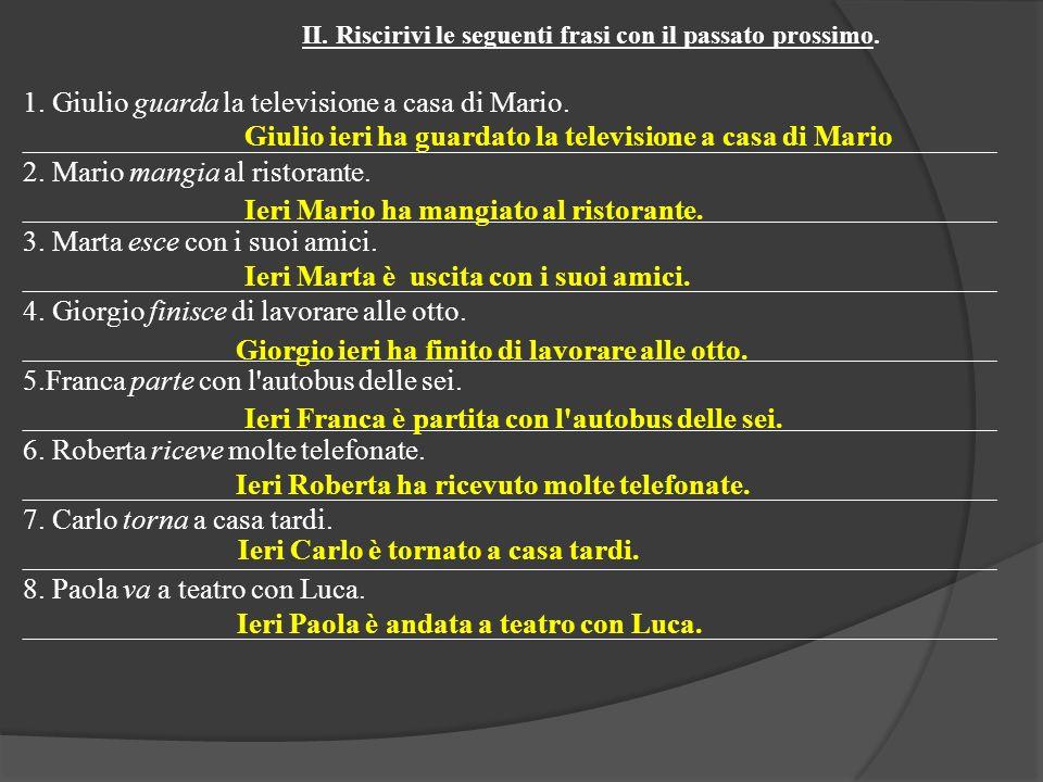 1. Giulio guarda la televisione a casa di Mario. ___________________________________________________________________ 2. Mario mangia al ristorante. __
