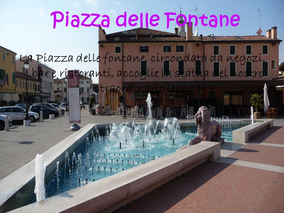 La Piazza delle fontane, circondata da negozi, bar e ristoranti, accoglie la statua del nostro straordinario leone!! Piazza delle Fontane