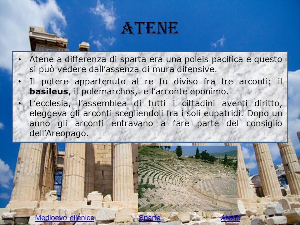 Atene Atene a differenza di sparta era una poleis pacifica e questo si può vedere dallassenza di mura difensive. Il potere appartenuto al re fu diviso