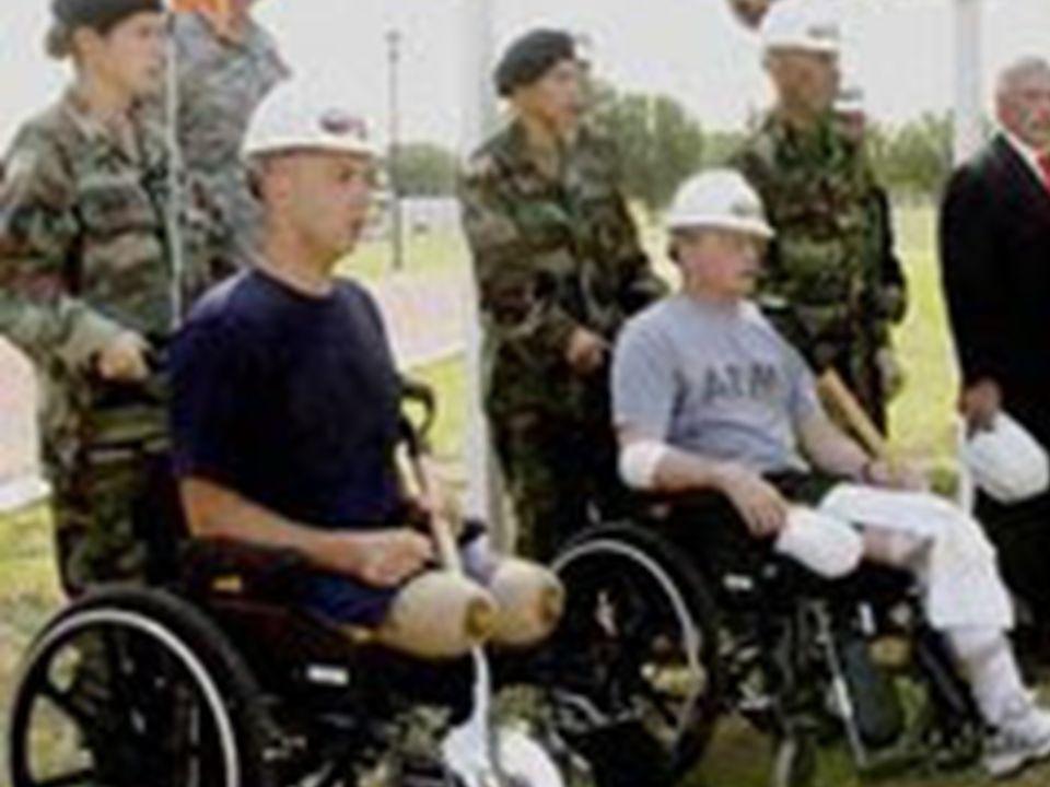 Page 9 Centinaia e centinaia di giovani ragazzi americani, dopo essere stati arruolati dall'esercito, spesso senza condividere le motivazioni di tale