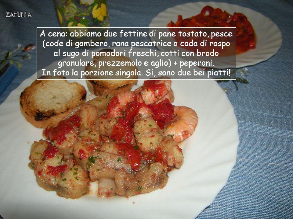 Pranzo Spiego: la formaggetta, i fiocchi di latte e i peperoni stufati, costituiscono porzione singola; invece la ricottina e la frutta sono x due.