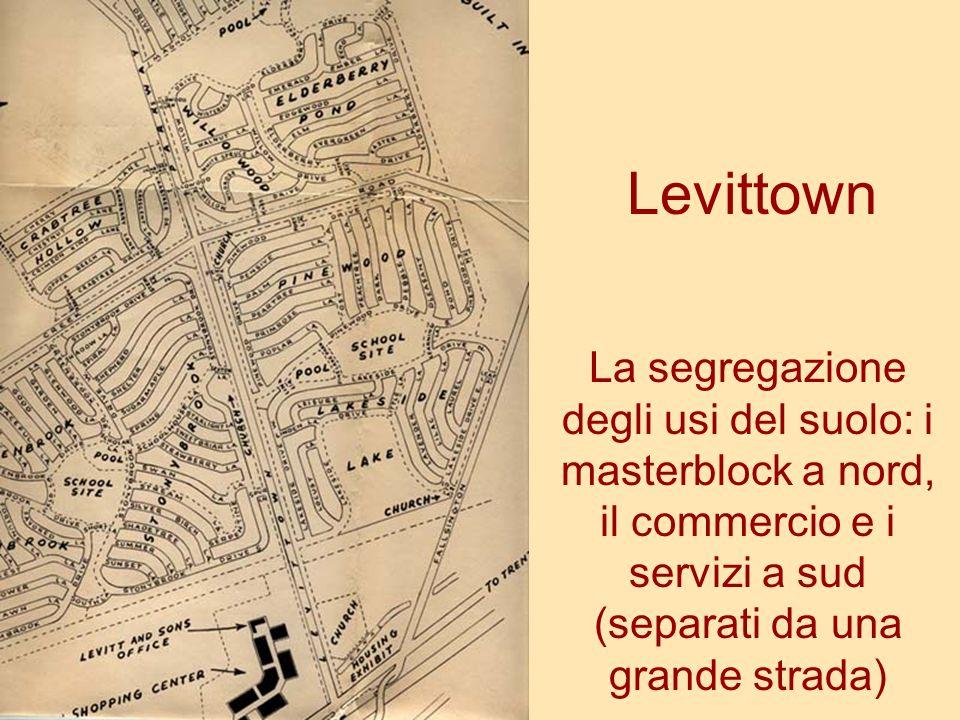 Levittown La segregazione degli usi del suolo: i masterblock a nord, il commercio e i servizi a sud (separati da una grande strada)
