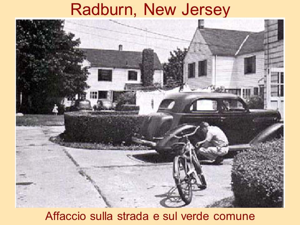 Radburn, New Jersey Affaccio sulla strada e sul verde comune