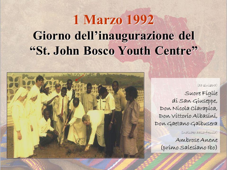 1 Marzo 1992 Giorno dellinaugurazione del St. John Bosco Youth Centre (da sinistra) Suore Figlie di San Giuseppe, Don Nicola Ciarapica, Don Vittorio A