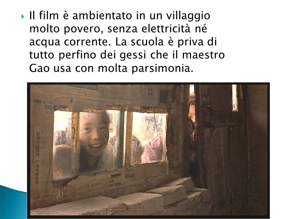 Il film è ambientato in un villaggio molto povero, senza elettricità né acqua corrente. La scuola è priva di tutto perfino dei gessi che il maestro Ga