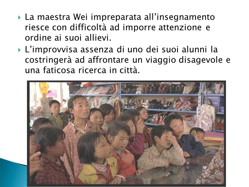 La maestra Wei impreparata allinsegnamento riesce con difficoltà ad imporre attenzione e ordine ai suoi allievi. Limprovvisa assenza di uno dei suoi a