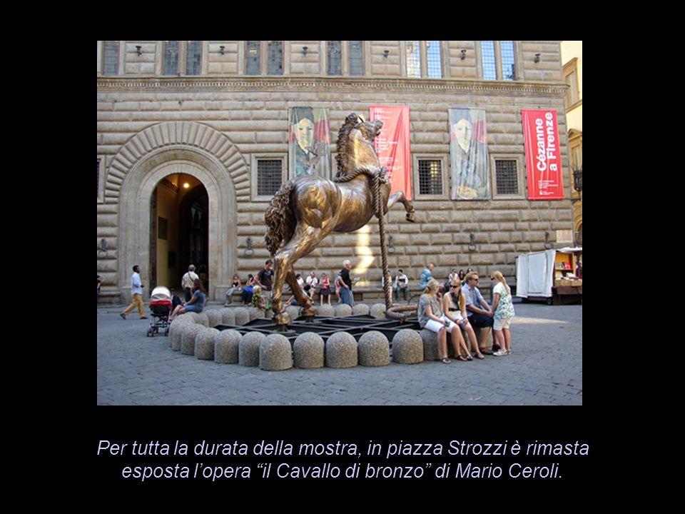 Per tutta la durata della mostra, in piazza Strozzi è rimasta esposta lopera il Cavallo di bronzo di Mario Ceroli.