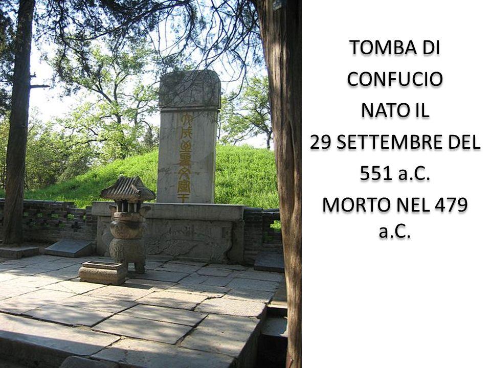TOMBA DI CONFUCIO NATO IL 29 SETTEMBRE DEL 551 a.C. MORTO NEL 479 a.C. TOMBA DI CONFUCIO NATO IL 29 SETTEMBRE DEL 551 a.C. MORTO NEL 479 a.C.