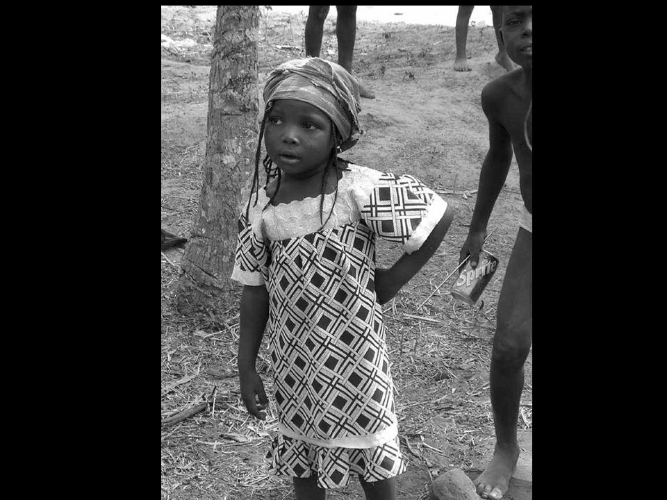 La spiaggia di Ouidah, con il suo silenzio rotto solo dalle onde morenti delloceano e il suo vuoto spettrale interrotto dai muri ingialliti di vecchie fortificazioni in cemento, è la testimonianza muta dello strazio di milioni di schiavi che, forse, ripetevano questo proverbio del Benin: Se non sai dove vai, ricordati almeno da dove vieni.