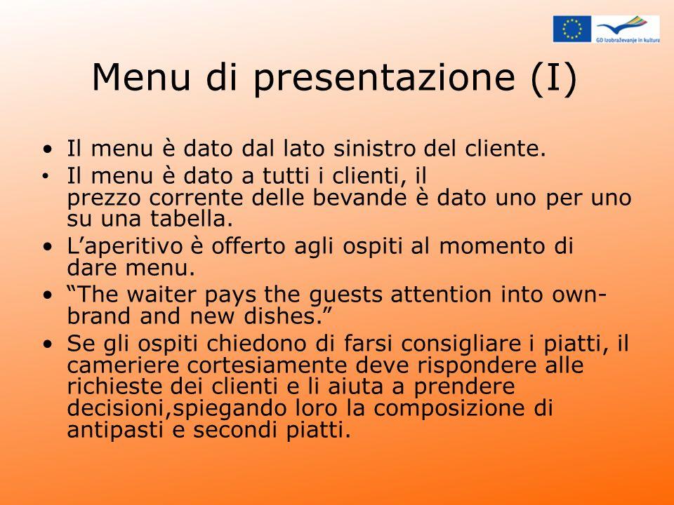 Menu di presentazione (I) Il menu è dato dal lato sinistro del cliente. Il menu è dato a tutti i clienti, il prezzo corrente delle bevande è dato uno