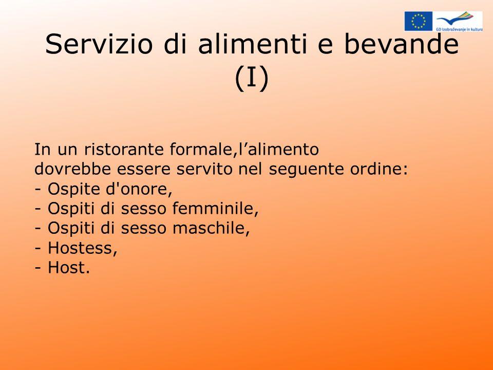 Servizio di alimenti e bevande (I) In un ristorante formale,lalimento dovrebbe essere servito nel seguente ordine: - Ospite d'onore, - Ospiti di sesso