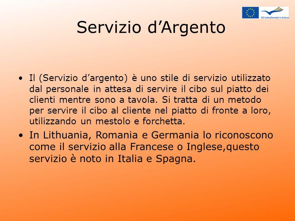 Servizio dArgento Il (Servizio dargento) è uno stile di servizio utilizzato dal personale in attesa di servire il cibo sul piatto dei clienti mentre s