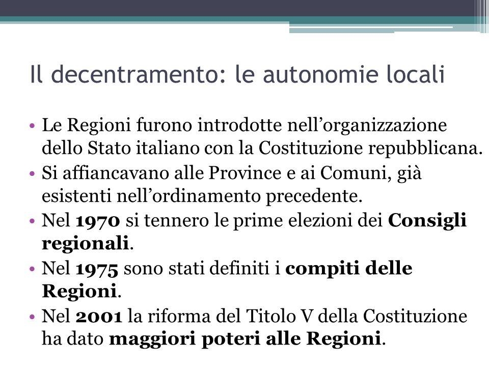 Il decentramento: le autonomie locali Le Regioni furono introdotte nellorganizzazione dello Stato italiano con la Costituzione repubblicana.