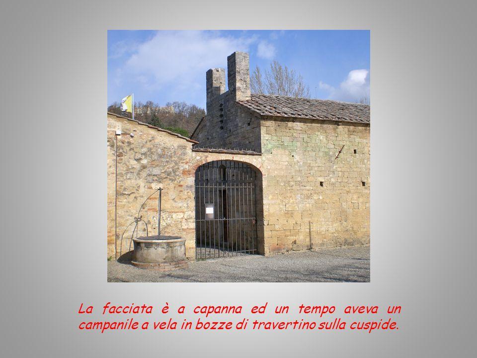 La chiesa è in stile romanico ed è inserita nel complesso fortificato. E intitolata a