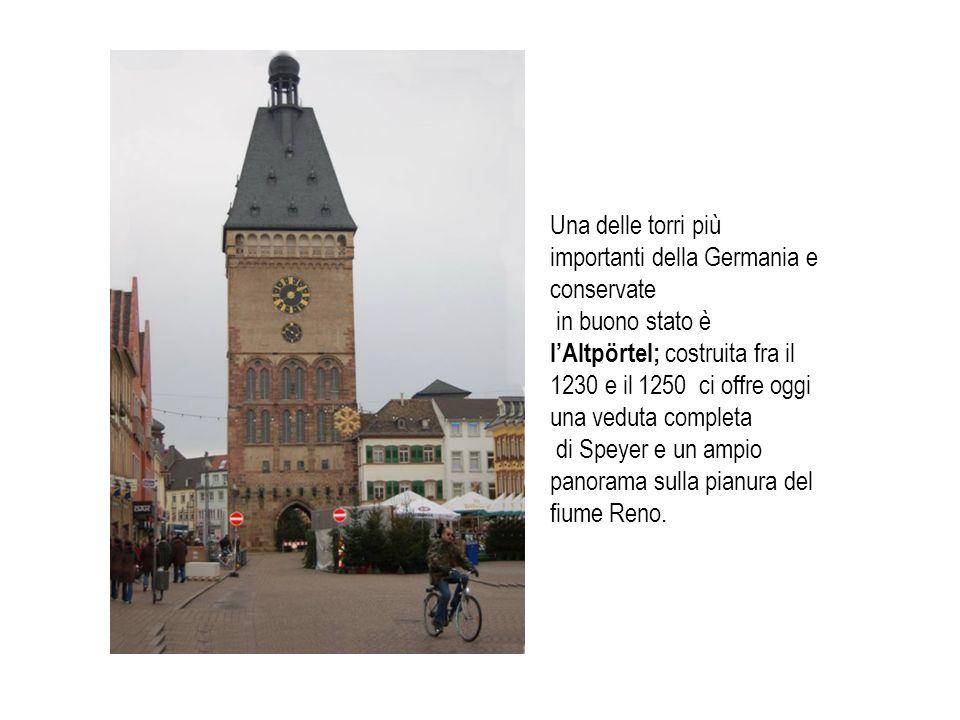 Una delle torri più importanti della Germania e conservate in buono stato è lAltpörtel; costruita fra il 1230 e il 1250 ci offre oggi una veduta compl