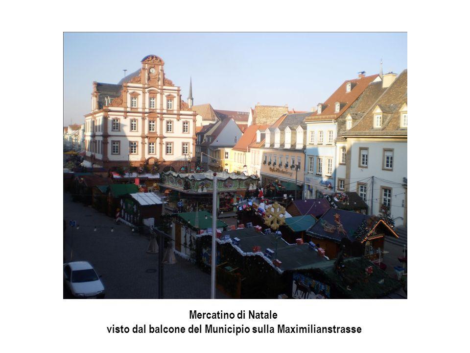 Mercatino di Natale visto dal balcone del Municipio sulla Maximilianstrasse
