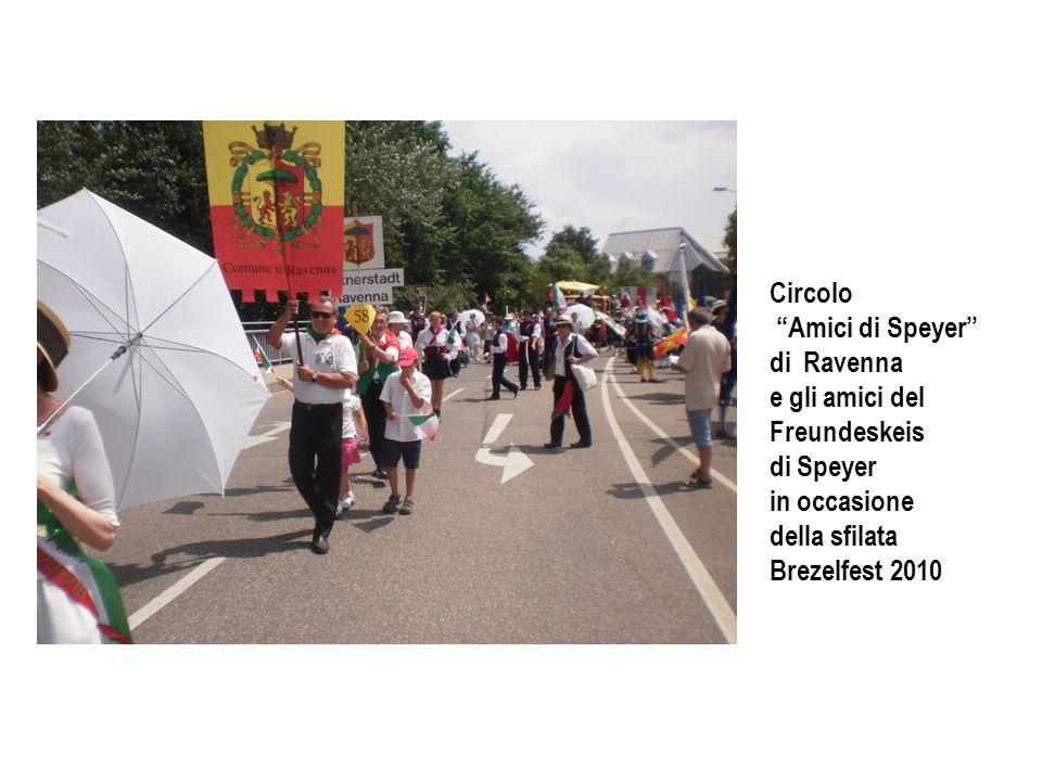 Gruppo folcloristico di Ravenna ( i-sciucaren ) presente alla sfilata della Brezelfest in occasione del primo centenario della manifestazione