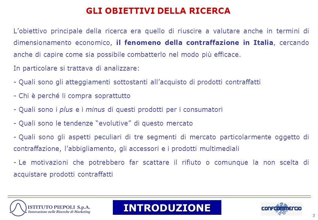 54 I LUOGHI DELLA CONTRAFFAZIONE IN ITALIA (1) (FONTE: CONTRAFFAZIONE E PIRATERIA, 2005, PROGETTO FEDERCONSUMATORI CON LA COLLABORAZIONE DEL MINISTERO DELLE ATTIVITA PRODUTTIVE) LItalia è il primo Paese produttore di beni contraffatti in Europa ed il terzo a livello mondiale; secondo alcune fonti, il 50% dei beni contraffatti venduti in Italia sono fabbricati nel nostro Paese, e tale produzione, come confermano i ricercatori di Centromarca, spesso si situa proprio negli stessi distretti industriali.