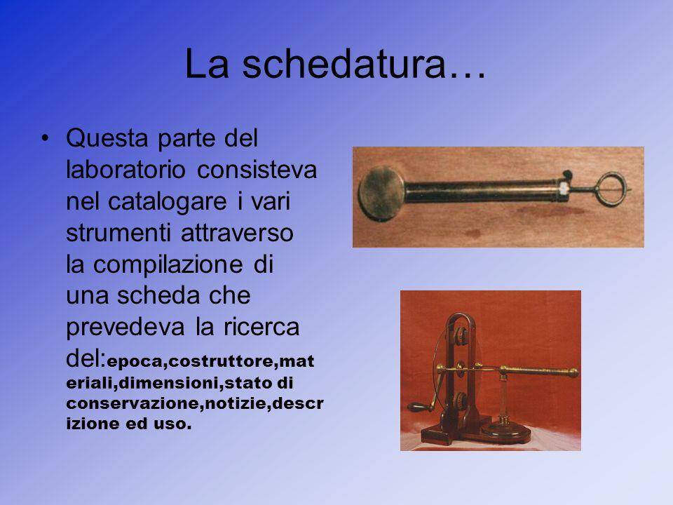 La schedatura… Questa parte del laboratorio consisteva nel catalogare i vari strumenti attraverso la compilazione di una scheda che prevedeva la ricer