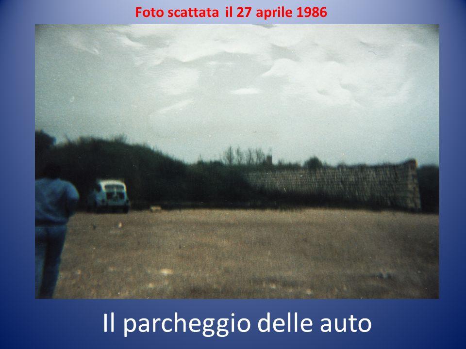 Foto scattata il 27 aprile 1986 Il parcheggio delle auto