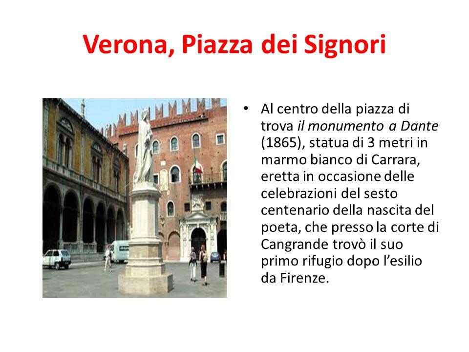 Verona, Piazza dei Signori Al centro della piazza di trova il monumento a Dante (1865), statua di 3 metri in marmo bianco di Carrara, eretta in occasi