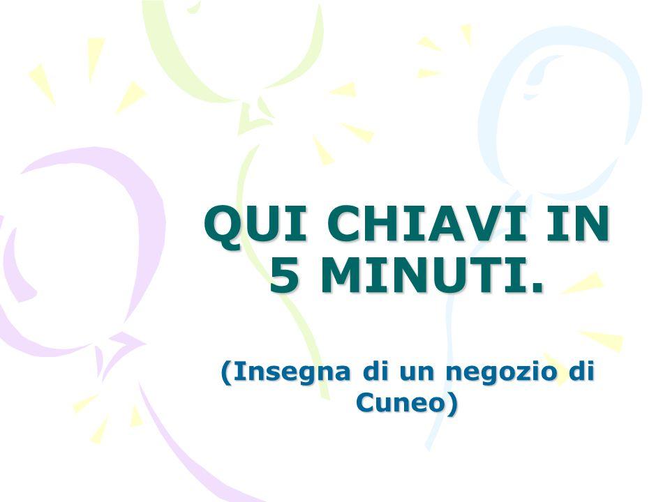 QUI CHIAVI IN 5 MINUTI. (Insegna di un negozio di Cuneo)