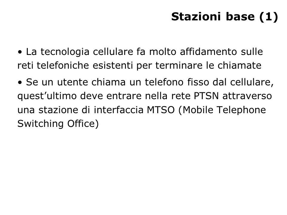 Stazioni base (1) La tecnologia cellulare fa molto affidamento sulle reti telefoniche esistenti per terminare le chiamate Se un utente chiama un telefono fisso dal cellulare, questultimo deve entrare nella rete PTSN attraverso una stazione di interfaccia MTSO (Mobile Telephone Switching Office)