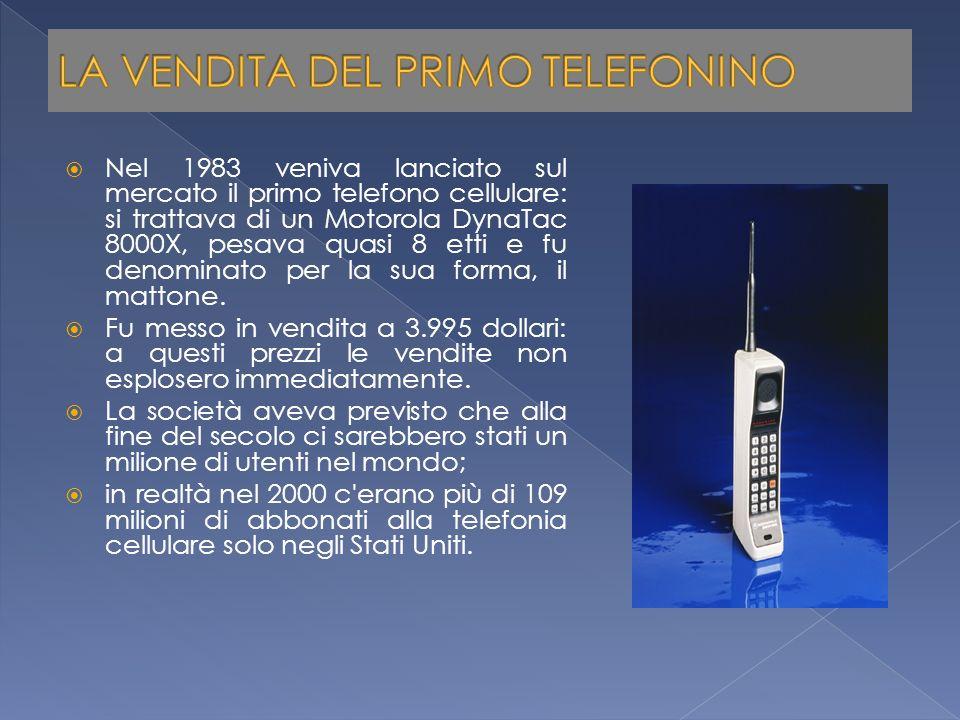 Nel 1983 veniva lanciato sul mercato il primo telefono cellulare: si trattava di un Motorola DynaTac 8000X, pesava quasi 8 etti e fu denominato per la