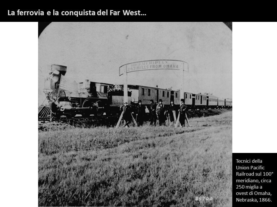 Tecnici della Union Pacific Railroad sul 100° meridiano, circa 250 miglia a ovest di Omaha, Nebraska, 1866. La ferrovia e la conquista del Far West…