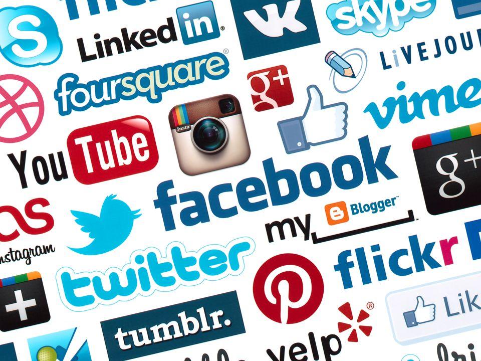 Dai siti web personali ai blog Nel Web 1.0 la costruzione di un sito web personale richiedeva la padronanza di elementi di HTML e di programmazione Oggi con i blog chiunque è in grado di pubblicare i propri contenuti, dotandoli anche di veste grafica accattivante, senza possedere alcuna particolare preparazione tecnica, le barriere tecnologiche sono drasticamente ridotte