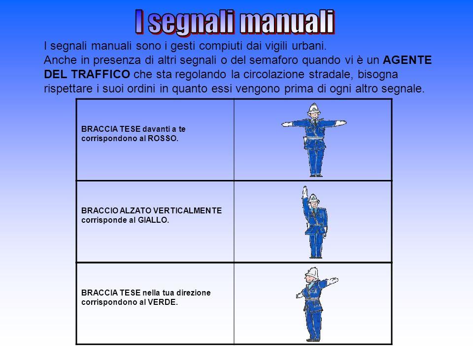 I segnali manuali sono i gesti compiuti dai vigili urbani. Anche in presenza di altri segnali o del semaforo quando vi è un AGENTE DEL TRAFFICO che st