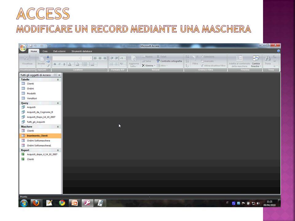 In visualizzazione maschera è possibile eliminare un record allo stesso modo in cui lo si elimina nella visualizzazione foglio dati di una tabella (mediante il pulsante ).