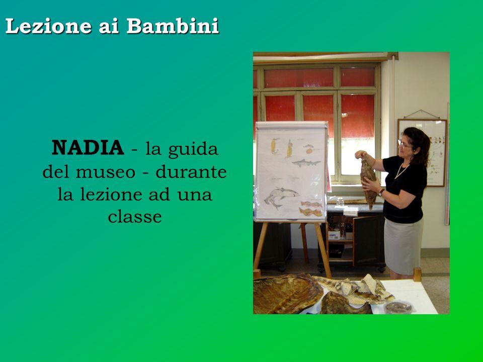 Lezione ai Bambini NADIA - la guida del museo - durante la lezione ad una classe