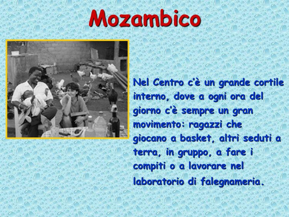 Mozambico Nel Centro cè un grande cortile interno, dove a ogni ora del giorno cè sempre un gran movimento: ragazzi che giocano a basket, altri seduti a terra, in gruppo, a fare i compiti o a lavorare nel laboratorio di falegnameria.