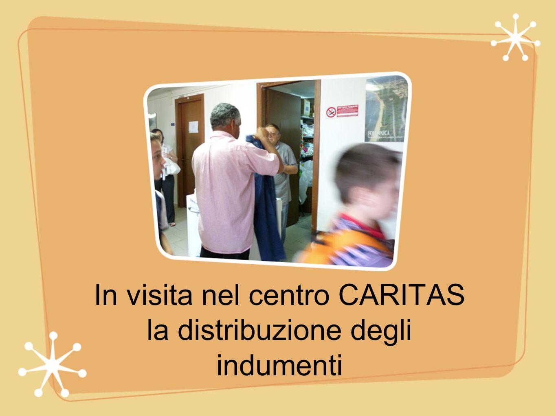 In visita nel centro CARITAS la distribuzione degli indumenti