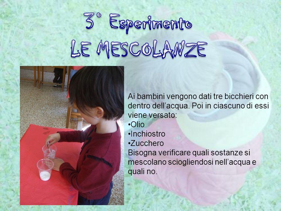 Ai bambini vengono dati tre bicchieri con dentro dellacqua. Poi in ciascuno di essi viene versato: Olio Inchiostro Zucchero Bisogna verificare quali s