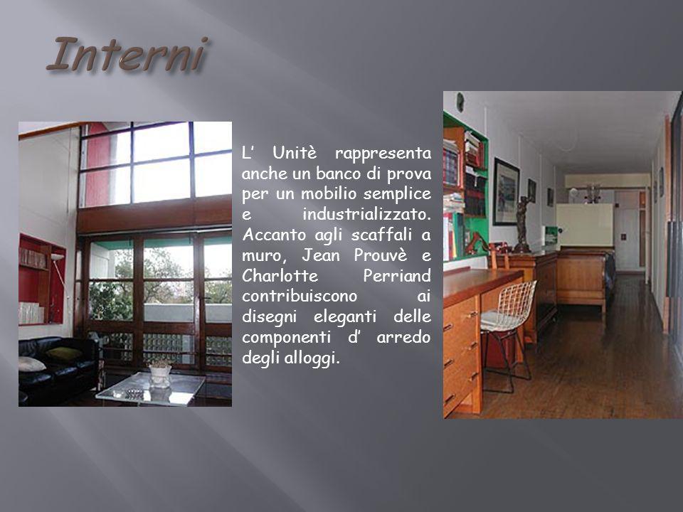 L Unitè rappresenta anche un banco di prova per un mobilio semplice e industrializzato. Accanto agli scaffali a muro, Jean Prouvè e Charlotte Perriand