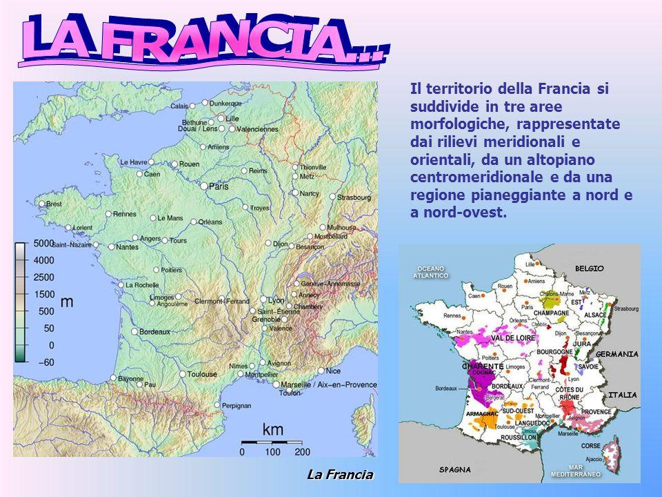 Monte Bianco dal Lago di Cheserys Una sezione del sistema alpino segna il confine franco-italiano, dove troviamo alcuni monti, tra cui il Monte Bianco.