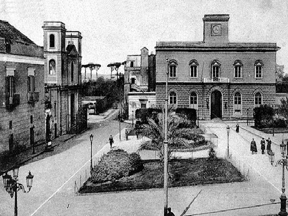 La villa, benché in pianta abbia la stessa impostazione settecentesca, a causa del restauro ottocentesco, ha un aspetto sostanzialmente neoclassico, mentre la distribuzione dei volumi è stata alterata da ampliamenti successivi.