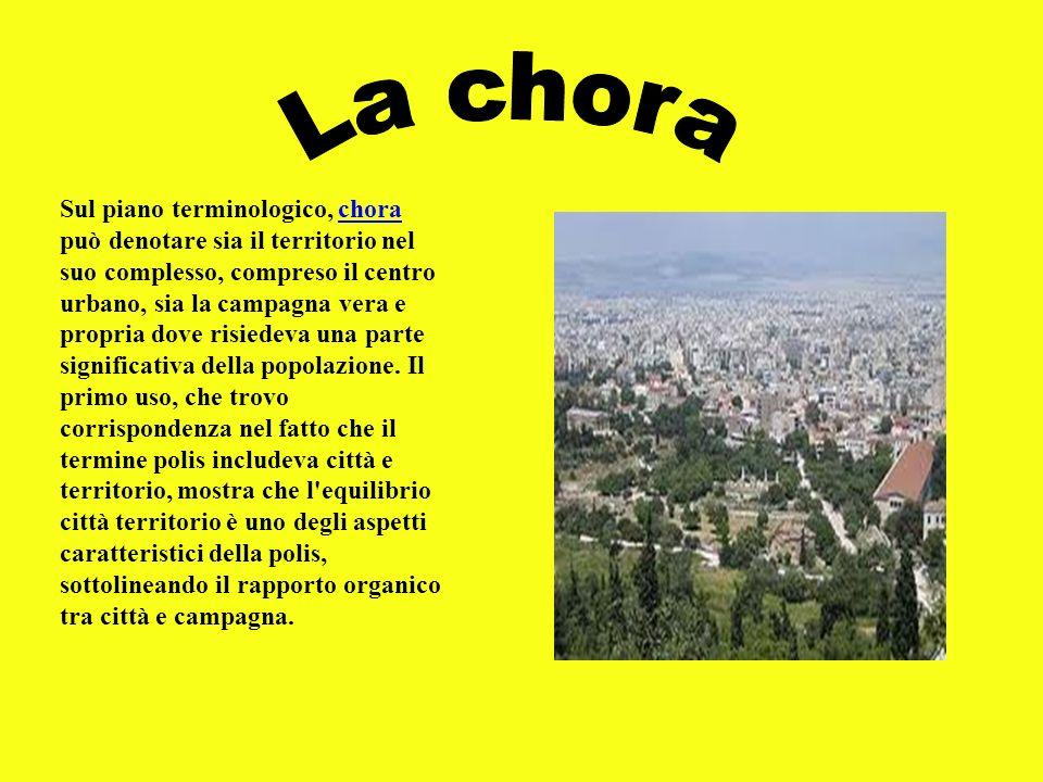 Sul piano terminologico, chora può denotare sia il territorio nel suo complesso, compreso il centro urbano, sia la campagna vera e propria dove risied
