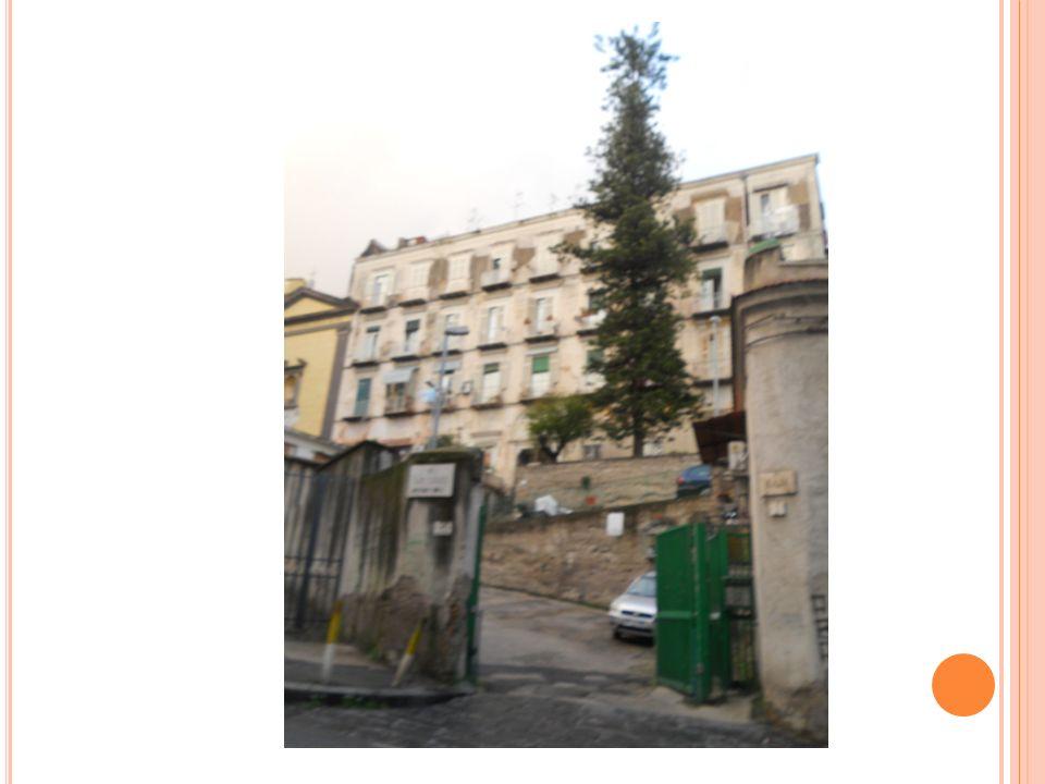 V ILLA R AJA Villa Raya era originariamen te un vecchio convento. Nel 1865 fu trasformato in civili abitazioni.