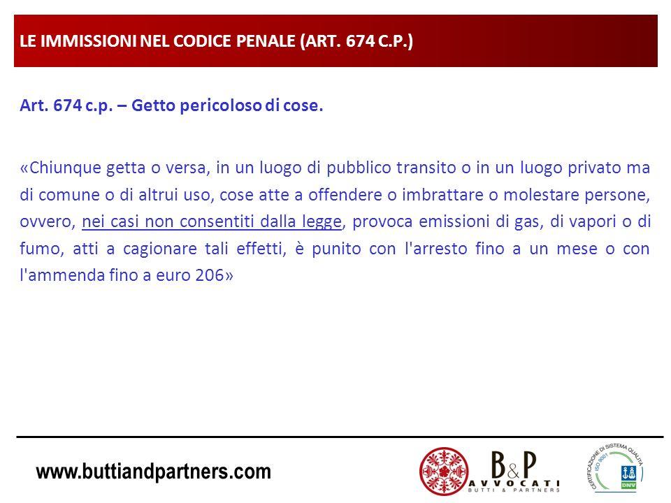 www.buttiandpartners.com LE IMMISSIONI NEL CODICE PENALE (ART. 674 C.P.) Art. 674 c.p. – Getto pericoloso di cose. «Chiunque getta o versa, in un luog