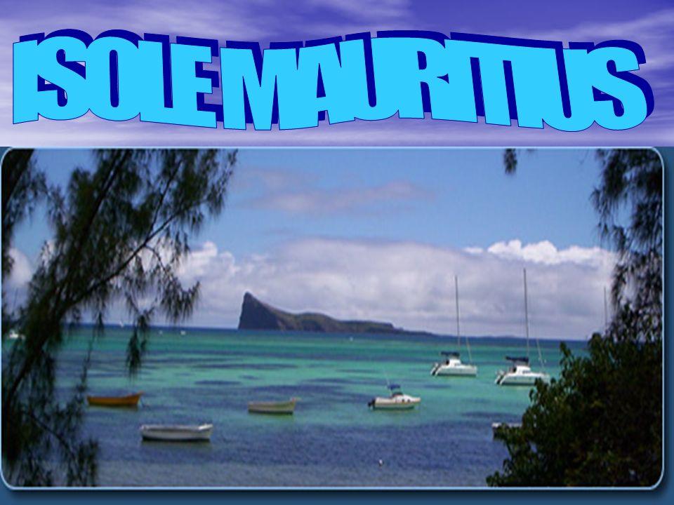 Nome completo del paese: Repubblica di Mauritius Nome completo del paese: Repubblica di Mauritius Superficie: 2.040 kmq Superficie: 2.040 kmq Popolazione: 1.200.000 abitanti (tasso di crescita demografica 0,8%) Popolazione: 1.200.000 abitanti (tasso di crescita demografica 0,8%) Capitale: Port Louis (150.000 abitanti, 577.200 abitanti nell area metropolitana) Capitale: Port Louis (150.000 abitanti, 577.200 abitanti nell area metropolitana) Popoli: 68% indo-mauriziani; 27% creoli; 3% sino-mauriziani; 2% franco- mauriziani Popoli: 68% indo-mauriziani; 27% creoli; 3% sino-mauriziani; 2% franco- mauriziani Lingua: inglese (uff.), creolo-francese, hindi Lingua: inglese (uff.), creolo-francese, hindi Religione: 52% induista, 28,3% cristiana (26% cattolica, 2,3% protestante), 16,6% musulmana, 3,1% altre religioni Religione: 52% induista, 28,3% cristiana (26% cattolica, 2,3% protestante), 16,6% musulmana, 3,1% altre religioni Ordinamento dello stato: repubblica parlamentare Ordinamento dello stato: repubblica parlamentare Presidente: Sir Anerood Jugnauth Presidente: Sir Anerood Jugnauth Primo ministro: Navinchandra Ramgoolam Primo ministro: Navinchandra Ramgoolam Profilo economico Profilo economico