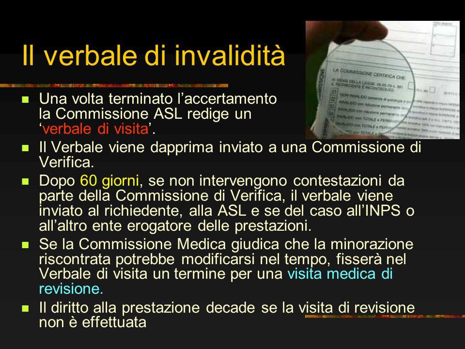 Il verbale di invalidità Una volta terminato laccertamento la Commissione ASL redige unverbale di visita. Il Verbale viene dapprima inviato a una Comm