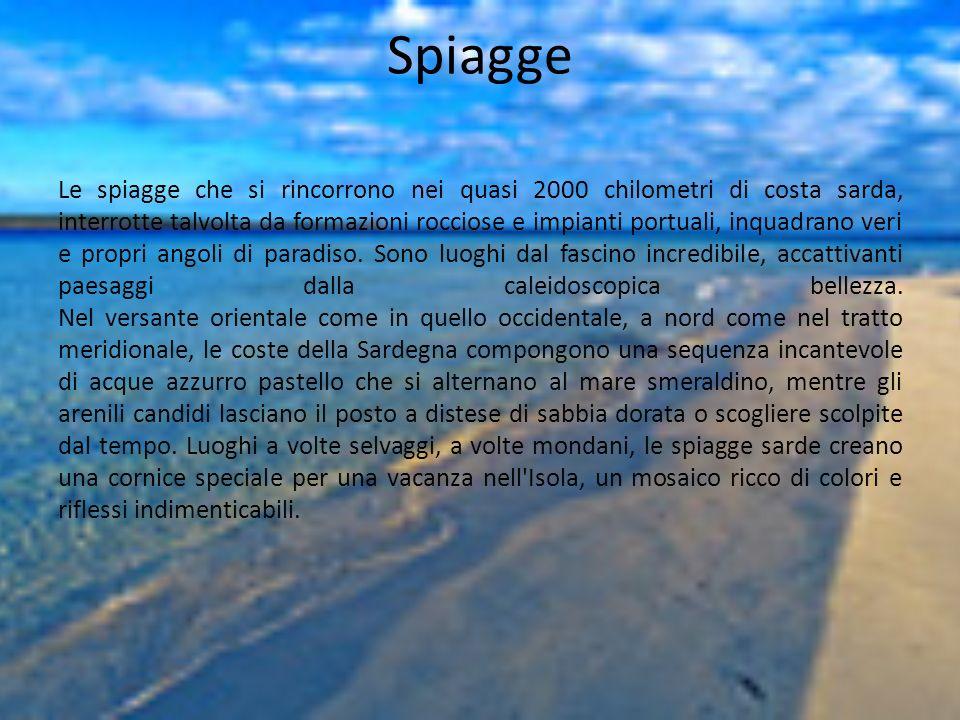 Spiagge Le spiagge che si rincorrono nei quasi 2000 chilometri di costa sarda, interrotte talvolta da formazioni rocciose e impianti portuali, inquadr